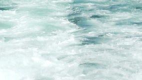 De boot drijft op Bladerensleep in Bosphorus stock video