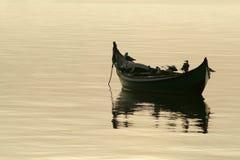 De boot en de zeemeeuwen Royalty-vrije Stock Afbeelding