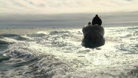 De boot en het onweer stock footage