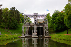 De boot heft Canal du Centrum op Royalty-vrije Stock Afbeeldingen