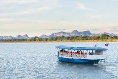 De boot in Mekong rivier Nakhonphanom Thailand aan Laos royalty-vrije stock afbeelding