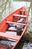 De boot is rood. Stock Foto's