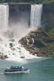 De boot van de de dalingenreis van Niagara Stock Afbeeldingen