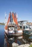 De boot van de garnaal met netten het drogen. royalty-vrije stock foto