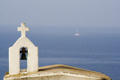 De boot van de klokketoren en van het zeil Royalty-vrije Stock Foto