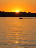 De boot van de motor op het meer Stock Foto's
