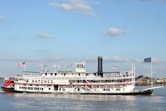 De boot van de peddel op de Mississippi Stock Afbeeldingen