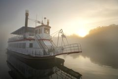De Boot van de rivier royalty-vrije stock afbeelding