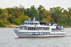 De boot van de toerist royalty-vrije stock afbeeldingen