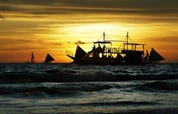 De boot van de zonsondergang Stock Afbeelding
