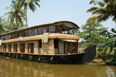 De boot van het huis in Binnenwateren de van Kerala (India) Stock Foto's
