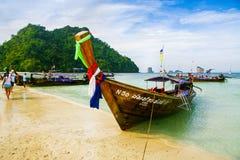 De boot van het Krabistrand op het mooie strand Stock Afbeelding