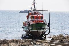 De boot van de het levensredding in een garage royalty-vrije stock fotografie