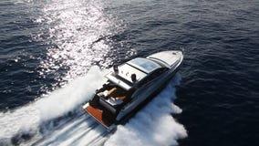 De boot van het motorjacht stock videobeelden