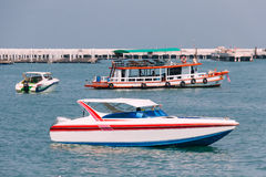 De Boot van Sideviewbowrider in Golf van Thailand royalty-vrije stock foto's