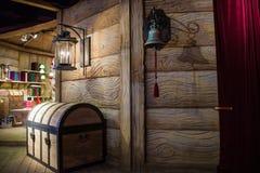 De borst bij de woonplaats van Santa Claus met een klok Stock Afbeelding