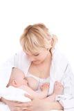 De borst die van de moeder - haar babymeisje voedt Stock Foto