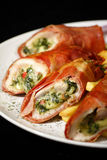 De borst van de kip die met broccoli en kaas wordt gevuld Stock Foto's