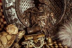 De borst van piraatjuwelen met parels Royalty-vrije Stock Afbeelding