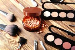 De borstel en de schoonheidsmiddelen van de make-up Royalty-vrije Stock Fotografie