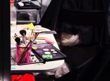 De borstel en de schoonheidsmiddelen van de make-up competition Royalty-vrije Stock Afbeeldingen