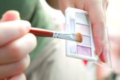 De borstel en het poeder van de make-up Royalty-vrije Stock Afbeeldingen