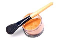 De borstel en het poeder van de make-up Royalty-vrije Stock Foto