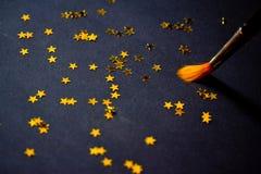 De borstel van de kunst het schilderen constellatie op zwarte Stock Afbeeldingen