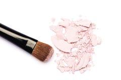De borstel van de make-up met roze oogschaduw Royalty-vrije Stock Afbeelding