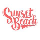 De Borstelmanuscript van het zonsondergangstrand het Van letters voorzien op een Witte Achtergrond type Stock Foto