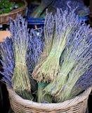 De Bossen van de lavendel voor Verkoop stock foto
