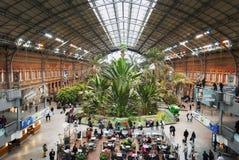 De botanische tuin binnen het Atocha-station in Madrid, Spanje stock afbeeldingen