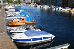 De boten bij brouwen Stock Foto's
