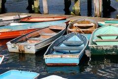 De boten en de rubberboten van de rij Stock Foto's