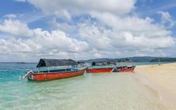 De boten van de glasbodem bij heel bouy eiland, India Stock Fotografie