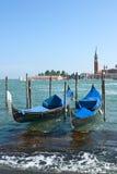 De boten van de gondel in de haven van Venetië Stock Foto