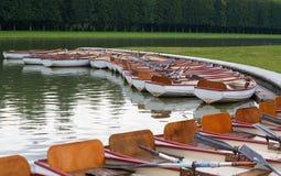 De boten van de peddel op water in een park van Parijs Stock Fotografie