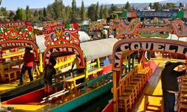 De Boten van de toerist in Xochimilco, Mexico Stock Afbeeldingen