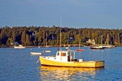 De boten van de zeekreeft bij dageraad Royalty-vrije Stock Afbeelding