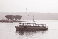 De Boten van de zeemeeuw op Meer Genève Royalty-vrije Stock Foto's
