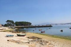 De boten van het Arousaeiland op het strand Praia een Sapeira, pro Pontevedra Royalty-vrije Stock Afbeeldingen