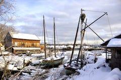 De boten van het zeil bij hoogtijd Stock Fotografie