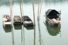 De boten van Lillte op water Stock Afbeeldingen