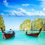De boten van Longtail bij Maya baai Stock Foto's
