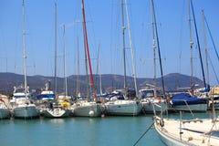 De boten zijn in haven Royalty-vrije Stock Afbeelding
