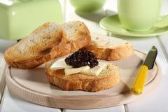 De boter van de ontbijttoost en fruitjam Royalty-vrije Stock Afbeeldingen