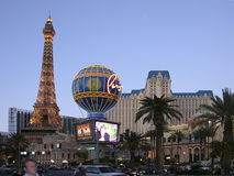 De Boulevard van Las Vegas en Eifell-Torenrestaurant Royalty-vrije Stock Afbeelding
