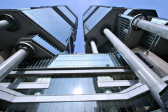 De bouw die van Hongkong stijgend kijkt royalty-vrije stock afbeeldingen