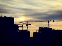 De bouw en kraan Stock Afbeeldingen