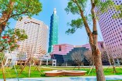 De bouw en Taipeh 101 van het wereldhandelscentrum Stock Foto